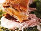 Рецепта Печено агнешко месо върху сол със спанак, лапад и пресен зелен лук на фурна за Великден или Гергьовден